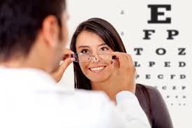 Thận trọng khi chọn mua kính thuốc