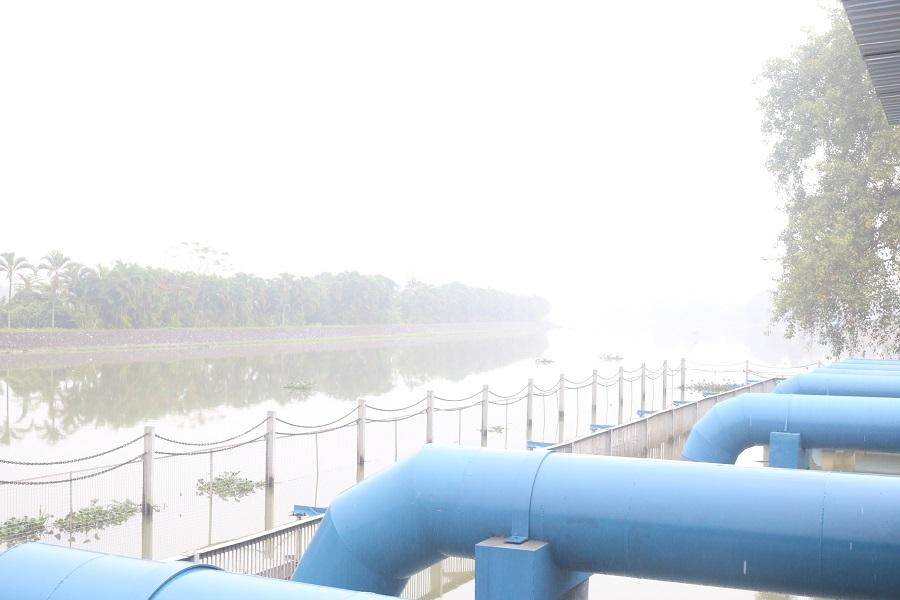 Nguồn nước sông Rế đang có nguy cơ ô nhiễm (ảnh chụp tại trạm bơm Quán Vĩnh- An Đồng, An Dương)