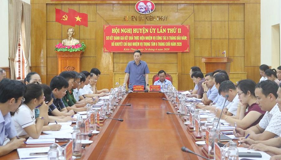 Đồng chí Đặng Bá Cường, UV BTV Thành ủy, Trưởng Ban Nội chính Thành ủy phát biểu chỉ đạo tại hội nghị