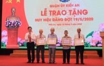 Quận ủy Kiến An: Trao huy hiệu Đảng đợt 19-5 tặng 106 đảng viên