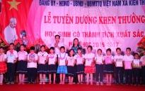 Vinh danh học sinh xuất sắc tại đình Đông, Kiến Thiết (Tiên Lãng)