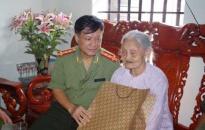 Đại tá Trương Minh Côn - Phó Giám đốc Công an tỉnh Hà Nam - Hết mình với phong trào đền ơn đáp nghĩa
