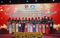 Tuổi trẻ Hải Phòng trao 50 cờ tổ quốc cho nhân dân huyện đảo