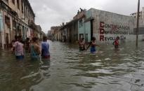 Thủ đô Cuba hóa 'bể bơi khổng lồ' vì bão Irma