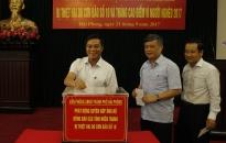 Văn phòng UBND thành phố ủng hộ đồng bào các tỉnh miền Trung