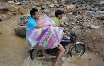 Tấm lòng CBCS Phòng Cảnh sát Hình sự - CATP với người dân bị thiệt hại do mưa lũ ở tỉnh Hòa Bình
