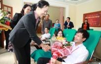 Khối thi đua các Đảng ủy khối, các ban, cơ quan Thành ủy:  Nghĩa cử ngày hiến máu tình nguyện