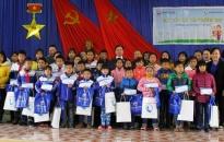 Ngân hàng TMCP Sài Gòn chi nhánh Hải Phòng: Trao 50 suất học bổng cho học sinh có hoàn cảnh khó khăn học giỏi