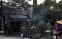 Nhân dân phản ánh: Nguy cơ ô nhiễm không khí từ các quán nướng vỉa hè