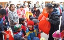 Lính hình sự làm từ thiện