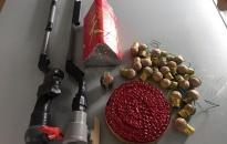 Đội CSKT và chức vụ CAQ Kiến An vận động giao nộp 2 súng cồn tự tạo và pháo nổ