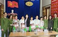 Thăm và tặng quà cho phạm nhân tại trại giam Xuân Nguyên dịp Tết nguyên đán 2018
