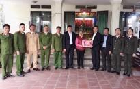 CAQ Hải An: Thăm, tặng quà mẹ liệt sỹ nhân dịp năm mới