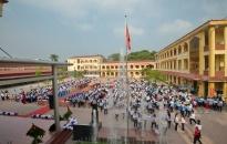 Trường THCS Chu Văn An: Trao 3,5 tấn gạo và 44 suất quà tặng học sinh nghèo