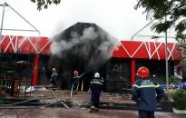 Dập tắt đám cháy tại quán 5ive Beer Club