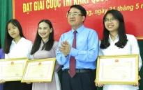 Trao thưởng học sinh đoạt giải cuộc thi KHKT quốc tế năm 2018
