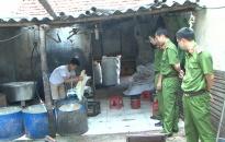 Phát hiện cơ sở chế biến mỡ lợn vi phạm vệ sinh an toàn thực phẩm