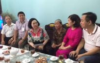 Quận Hồng Bàng & Công ty TNHH Phương Nghĩa: Trao quà phụng dưỡng Mẹ Việt Nam Anh hùng