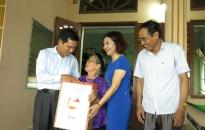 Chủ tịch Ủy ban MTTQ Việt Nam thành phố đi thăm, tặng quà gia đình thương binh, liệt sỹ