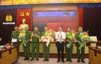 UBND thành phố: Trao thưởng cho các đơn vị đạt thành tích trong đấu tranh chuyên án 718M