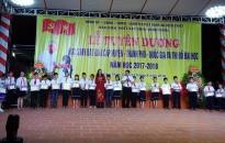 Ban kiến thiết xây dựng đình Đông (Tiên Lãng): Trao 20 suất quà, ủng hộ quỹ khuyến học Trường THCS Cấp Tiến, Kiến Thiết