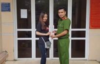 Công an phường Đồng Quốc Bình trả lại gần 11 triệu đồng cho người bị mất