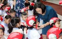 Trường tiểu học Đinh Tiên Hoàng (quận Hồng Bàng): Trao hơn 500 mũ bảo hiểm tặng học sinh lớp 1