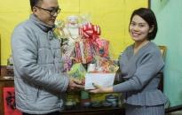 Thăm, tặng quà gia đình chiến sỹ có hoàn cảnh khó khăn dịp Tết Nguyên đán Mậu Tuất 2018