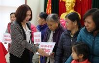 Quận Đồ Sơn: Tặng 56 suất quà các gia đình có hoàn cảnh khó khăn