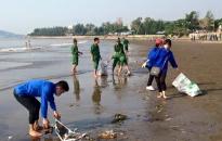 Thanh niên Hải Phòng - Những hành động đẹp: Cán bộ công chức trẻ làm thêm giờ giải quyết thủ tục cho nhân dân