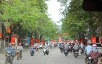 Toàn thành phố rực rỡ cờ hoa