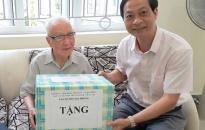 Lãnh đạo thành phố thăm, tặng quà người có công nhân kỷ niệm 74 năm Ngày Quốc khánh 2-9