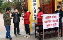 Khu di tích đền thờ Trạng Trình Nguyễn Bỉnh Khiêm phát tặng gần 3.000 khẩu trang đến du khách