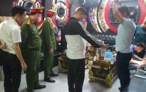 Phòng Cảnh sát QLHC về TTXH (PC06)-CATP: Kiểm tra đột xuất cơ sở kinh doanh karaoke Hùng Tiến