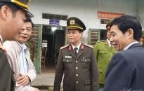 i tá Lê Ngc Chu, Giám c Cng an tnh Hi Dng gi th ng viên CBCS Cng an tnh trong cng tác phòng, chng dch bnh Covid-19