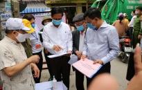 Chủ nhiệm Ủy ban Kiểm tra Thành ủy Đỗ Mạnh Hiến kiểm tra các chốt phòng chống dịch Covid-19 quận Lê Chân