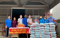 Chi đoàn Kha Lâm 5, phường Nam Sơn (Kiến An): Phát tặng gần 1 tấn gạo đến các hộ có hoàn cảnh khó khăn, người cao tuổi