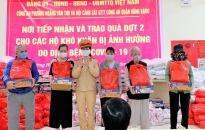 Phường Hoàng Văn Thụ và Đội CSGT-TT Công an quận Hồng Bàng: Trao gạo, nhu yếu phẩm tặng người nghèo bị ảnh hưởng bởi Covid-19