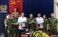 Công an quận Ngô Quyền: Khen thưởng con em cán bộ chiến sỹ có thành tích xuất sắc trong học tập