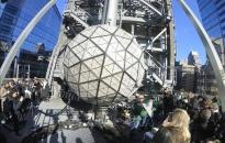Thành phố New York thả quả cầu pha lê đón mừng năm mới 2021