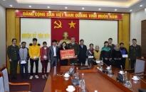 Công an tỉnh Quảng Ninh tặng trên 1.000 suất quà Tết cho các hộ nghèo trên địa bàn toàn tỉnh
