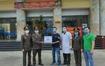 Đoàn thanh niên - Phòng Hậu cần CATP thăm, tặng quà tại khu cách ly