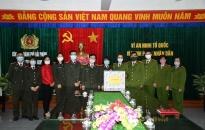 Hội phụ nữ và Đoàn thanh niên phòng PH10 CATP:  Trao 3.500 khẩu trang y tế tặng Trại tạm giam Hải Phòng