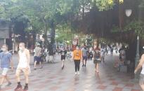 Người dân thành phố Hải Phòng tuân thủ các quy định phòng chống dịch tại nơi công cộng