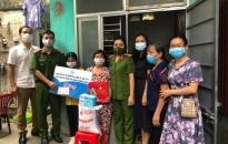 Hội LHPN quận Dương Kinh: Trao học bổng hỗ trợ học sinh nghèo vượt khó