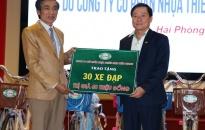 Công ty CP Nhựa Thiếu niên Tiền Phong:  Trao 30 chiếc xe đạp tặng học sinh mồ côi, nghèo, có hoàn cảnh khó khăn quận Dương Kinh
