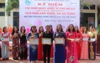 Hội LHPN huyện Kiến Thụy: Thi cắm hoa nghệ thuật nhân ngày 8-3