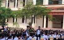 Tuyên truyền luật giao thông đường bộ và PCCC cho hơn 200 em học sinh
