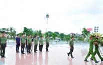Báo An ninh Hải Phòng dâng hương tại khu lưu niệm 6 điều Bác Hồ dạy CAND
