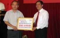 Giúp đỡ ngành GD-ĐT Yên Bái khắc phục thiên tai